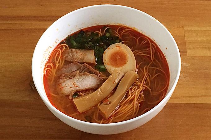 激辛ラーメン 朱(トゥー)食べてみました!唐辛子を練り込んだ麺に激辛スープがマッチ!
