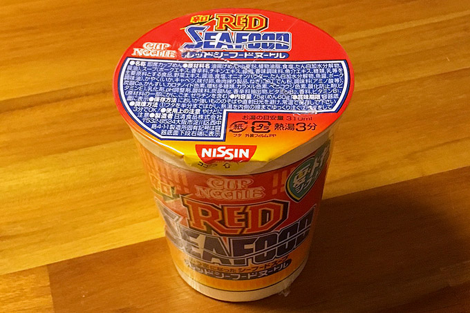 カップヌードル レッドシーフードヌードル 食べてみました!唐辛子と粗挽き黒胡椒が利いた辛口シーフード!