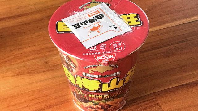 日清 白樺山荘 辛口味噌ラーメン 食べてみました!唐辛子が利いた濃厚味噌ラーメン!