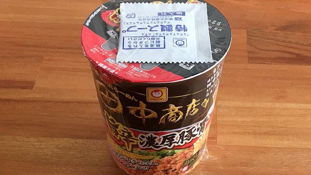 田中商店 旨辛濃厚豚骨 食べてみました!唐辛子による挽肉を加えたピリ辛濃厚豚骨ラーメン!