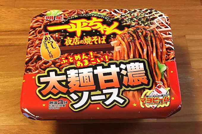明星 一平ちゃん夜店の焼そば 太麺甘濃ソース 食べてみました!甘めの濃いソースに太麺が絡むひと味違った一平ちゃん!
