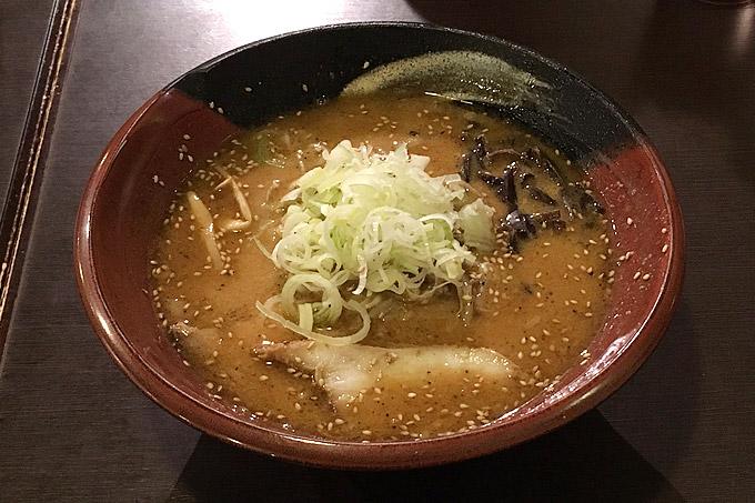 札幌らーめん吉山商店に行ってきました!胡麻の旨みを利かせた濃厚な焙煎味噌が美味い人気ラーメン店!