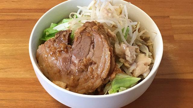 宅麺で「魔人豚 ラーメン(アブラ増し豚2枚)」を注文してみました!二郎出身の美味いインスパイア系!