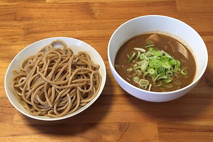 宅麺で「中華蕎麦 とみ田 つけそば」を注文してみました!パンチの強い超濃厚な魚介豚骨スープが美味すぎる!
