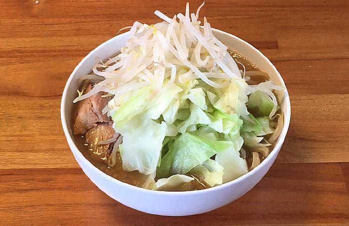 宅麺で「らーめん バリ男 らーめん(特製唐花付き)」を注文してみました!豚骨の旨味がすっきりと利いた二郎インスパイア系の一杯!