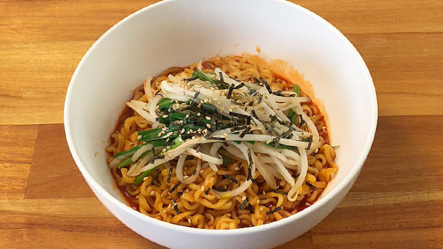 ブルダック炒め麺 激辛2倍 食べてみました!激辛ソースがクセになる韓国の激辛な一杯