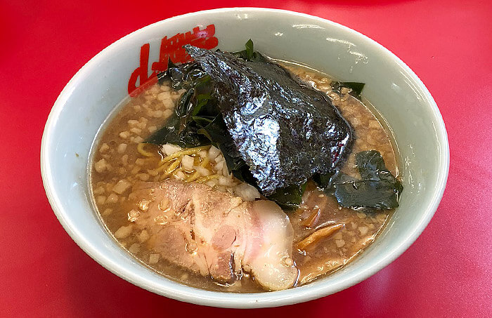 山岡家「プレミアム醤油とんこつ」食べてみました!煮干しを利かせた濃厚プレミアムな一杯!