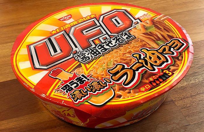 日清焼そばU.F.O. 濃い濃いラー油マヨ付き醤油まぜそば パッケージ
