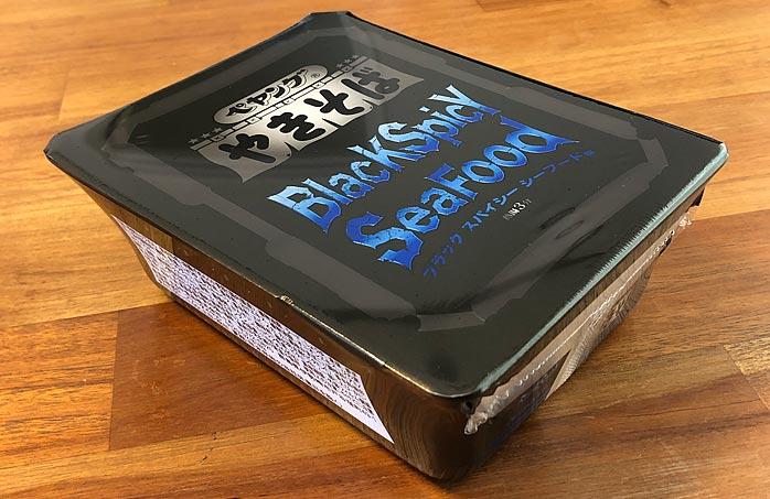 ペヤング ブラックスパイシー やきそば シーフード味 パッケージ
