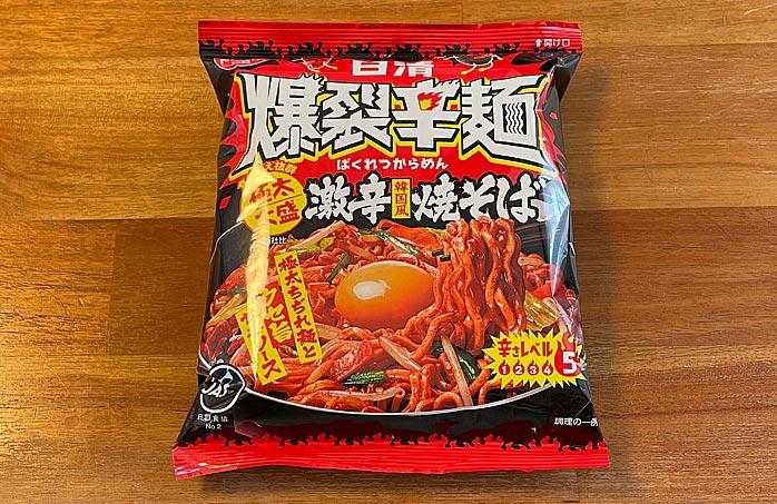 日清爆裂辛麺 韓国風 極太大盛激辛焼そば パッケージ